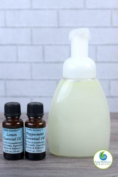 Moisturizing foaming body wash with essential oils